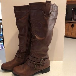 Ladies wide calf boot, size 6.5